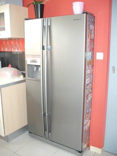 astuces frigo encastrer dans le mur et espace vertical am nager cathypety. Black Bedroom Furniture Sets. Home Design Ideas