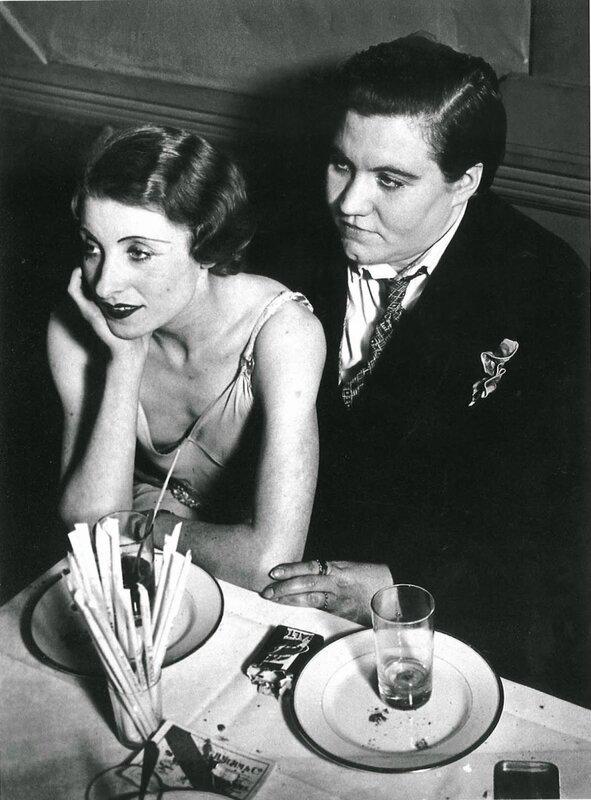 lesbian-couple-at-le-monocle-paris-1932-1