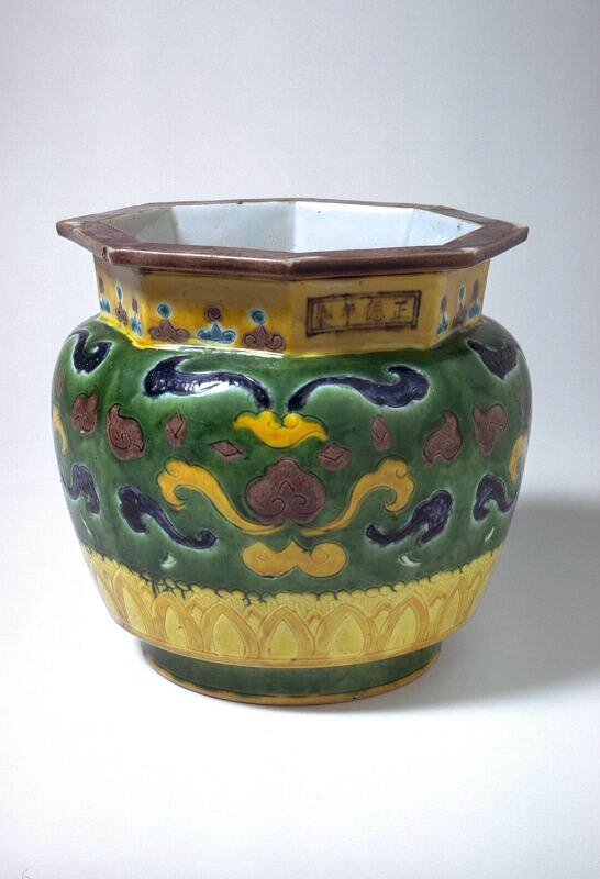 Jardiniere with hexagonal lip, Ming dynasty (1368-1644), Reign of the Zhengde emperor (1506-1521)