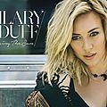 Hilary duff est de retour après 7 ans d'absence : ecoutez son nouveau single chasing the sun !