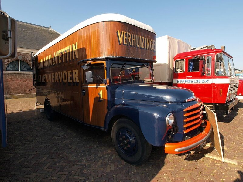 1024px-Volvo_L370_chassis_(1962),_Dutch_licence_registration_UB-99-79_pic3