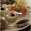 Mini verrines avocat, oeuf de caille rose et caviar ou autres oeufs de poissons.....
