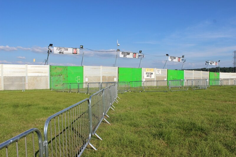Glastonbury festival 2014 Pilton before openning gates superfences