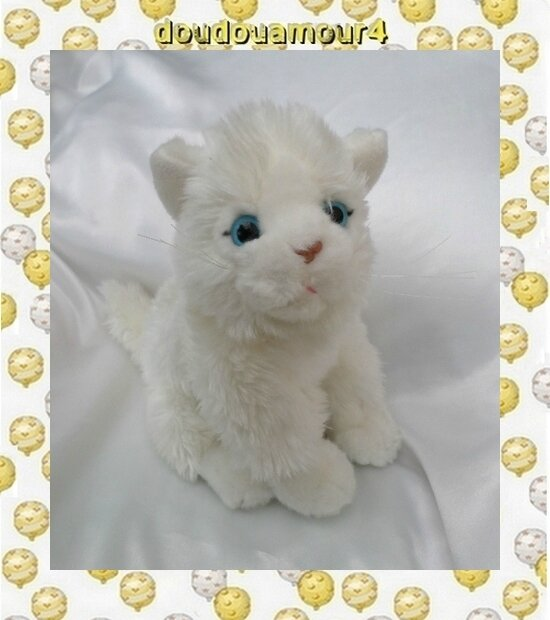 Doudou Peluche Chat Blanc Assis Miaule Gipsy
