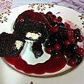 Fondant coeur chocolat blanc, fruits rouges et son coulis de framboise !