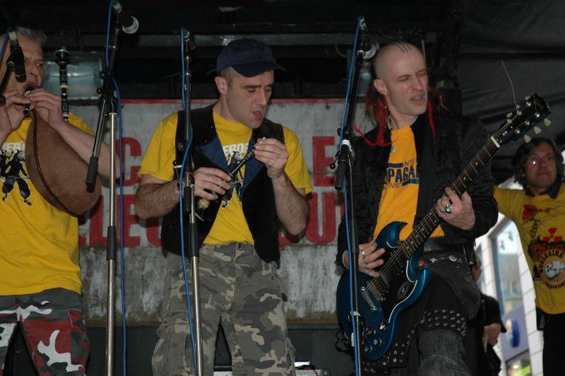Concert sur roue à la manifestation anti EPR