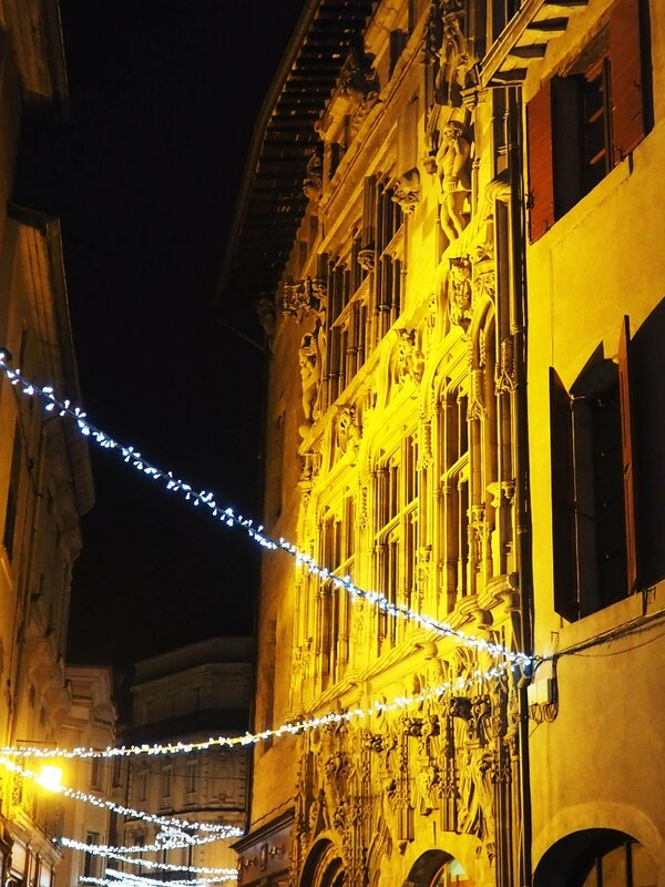 8-valence-maison des tetes-illuminations-drome