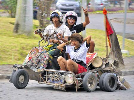 Two_wheels_Free_2