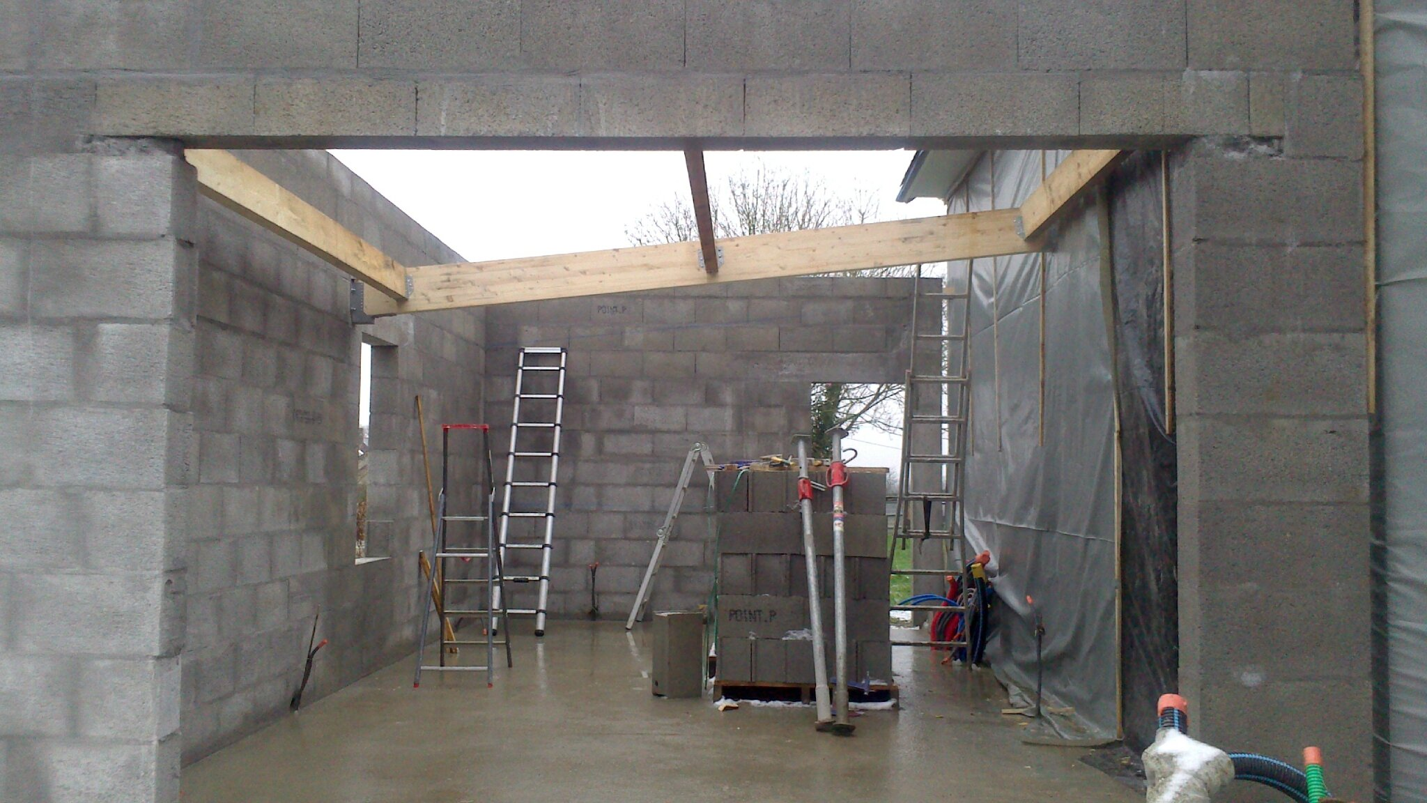 Charpente du garage toit plat auto construction de notre maison passive for Construction toit plat