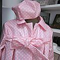 Ciré AGALE en coton enduit rose malabar à pois blancs - Chapeau de pluie AGATHE en coton enduit rose malabar à pois blancs (8)