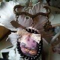 broche image retro rouge gorge et perle noir1