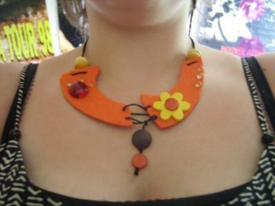 collier feutrine orange