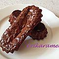 Mini cakes cannelés chocolat au lait et pralin