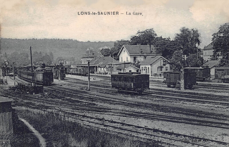 lons-le-saunier-la-gare-train-chemin-de-fer