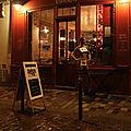 La Barricade, nuit, pluie, mannequin_3461