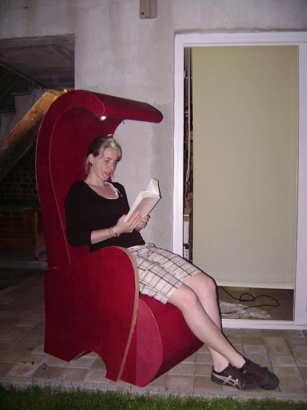 petitpied:fauteuil/liseuse en carton - photo de meubles en carton