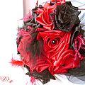 bouquet mariage cabaret baroque corset dentelle rouge noir plumes cereza deco 11 (9c)