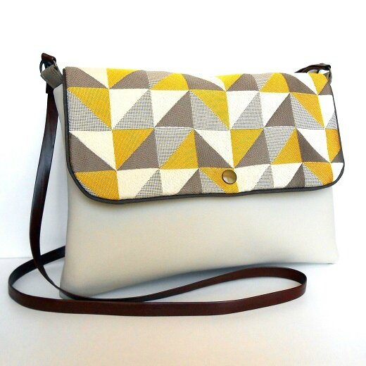 Sac bandoulière rectangle triangle jaune gris1