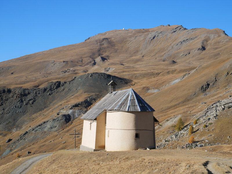 Chapelle de Clausis sous le Pic de Chateau Renard