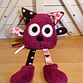 Doudou chat fuchsia marron
