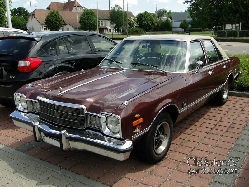 plymouth-volare-premier-sedan-1976-1977-01