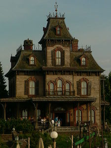 450px_Phantom_Manor__28Disneyland_Paris_29