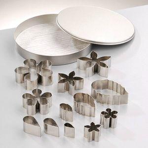 set-d-emporte-pieces-fleurs-et-feuilles-1-8-a-4-7-cm-x-13-pces-144425-1