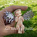 948- petite fée dans souche ( 21€ )