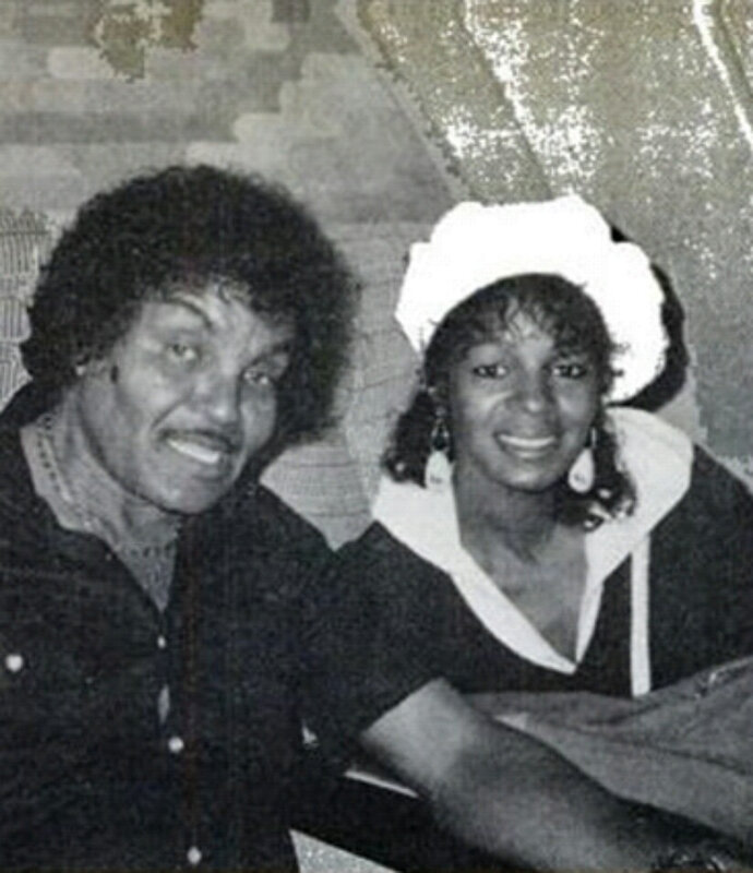 REBBIE-WITH-FAMILY-maureen-reillette-rebbie-jackson-25742358-824-955