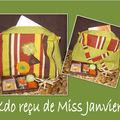 Miss Janvier, une trousse hyper pratique, un coffret encens et un sachet de macarons