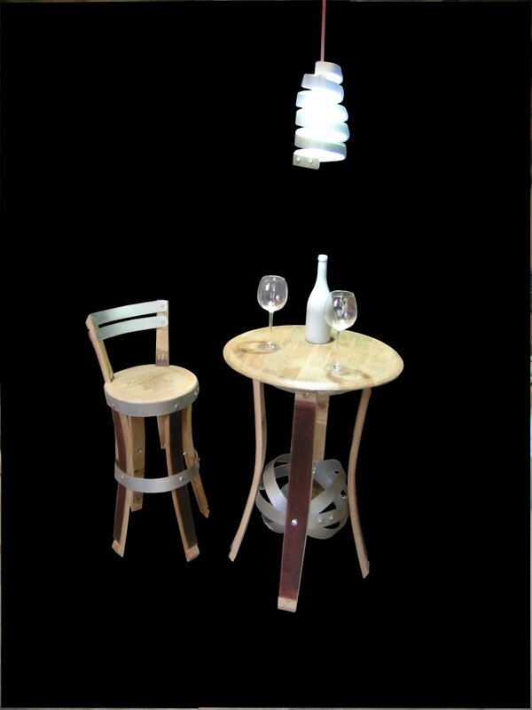 TABLE BISTRO,mobilier bistro,meuble cinema,mobilier pour le cinema,table ancienne,mobilier bistro chic,bistro ,eric daout,france 3 bordeaux, france 3 aquitaine,barrique,tonneaux,meuble design,jean pierre stahl côté châteaux