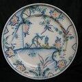 Assiette en faïence de marseille. atelier heraud- leroy. deuxième moitié du xviiième siècle