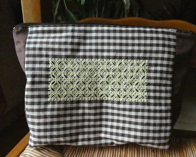 Trousse broderie suisse