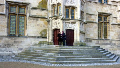 Sur les marches du Palais Ducal