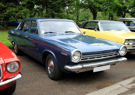 Dodge_dart_270_4door_sedan_de_1964__Retrorencard_mai_2010__01