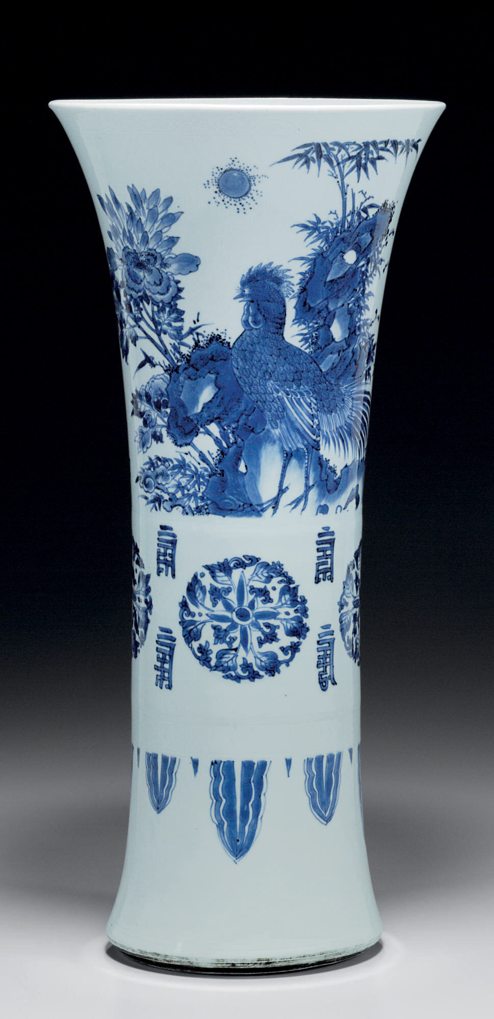 A rare blue and white beaker vase, Transitional period, Chongzhen (1628-1644)