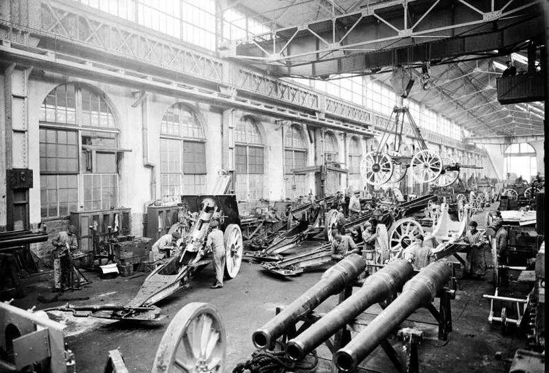 Usine Schneider Le Creusot 1916 montage affût 155 long
