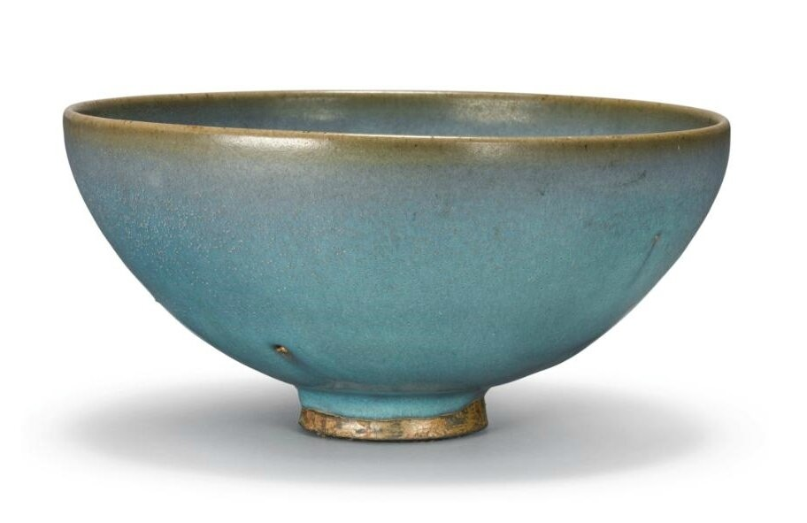 A large 'Jun' bowl, Yuan-Ming dynasty (1279-1644)
