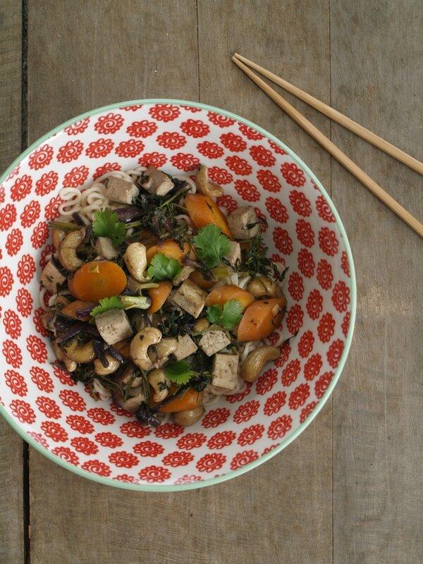 wok carotte racines fanes cajou tofu fumé