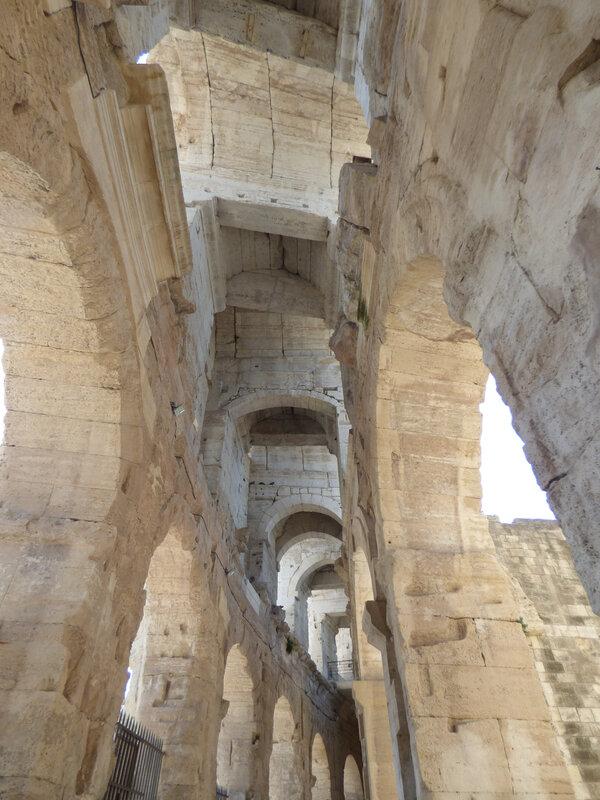 08 Arles Amphithéâtre (19)