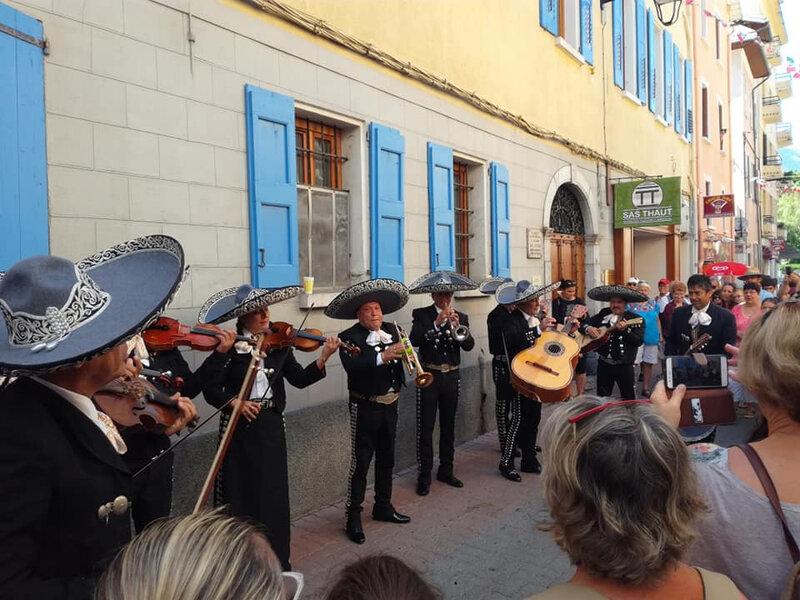 Fêtes latino-mexicaines, dans les rues de Barcelonette, à la rencontre des mariachis - 5