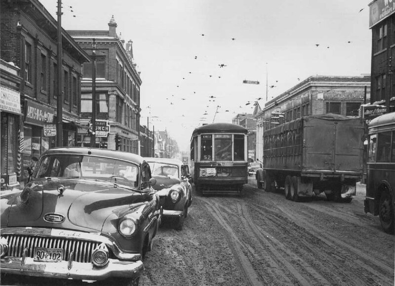 Boulevard Saint-Laurent hiver 1952 d angle Mont-Royal