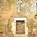 Fenêtre de pierre.