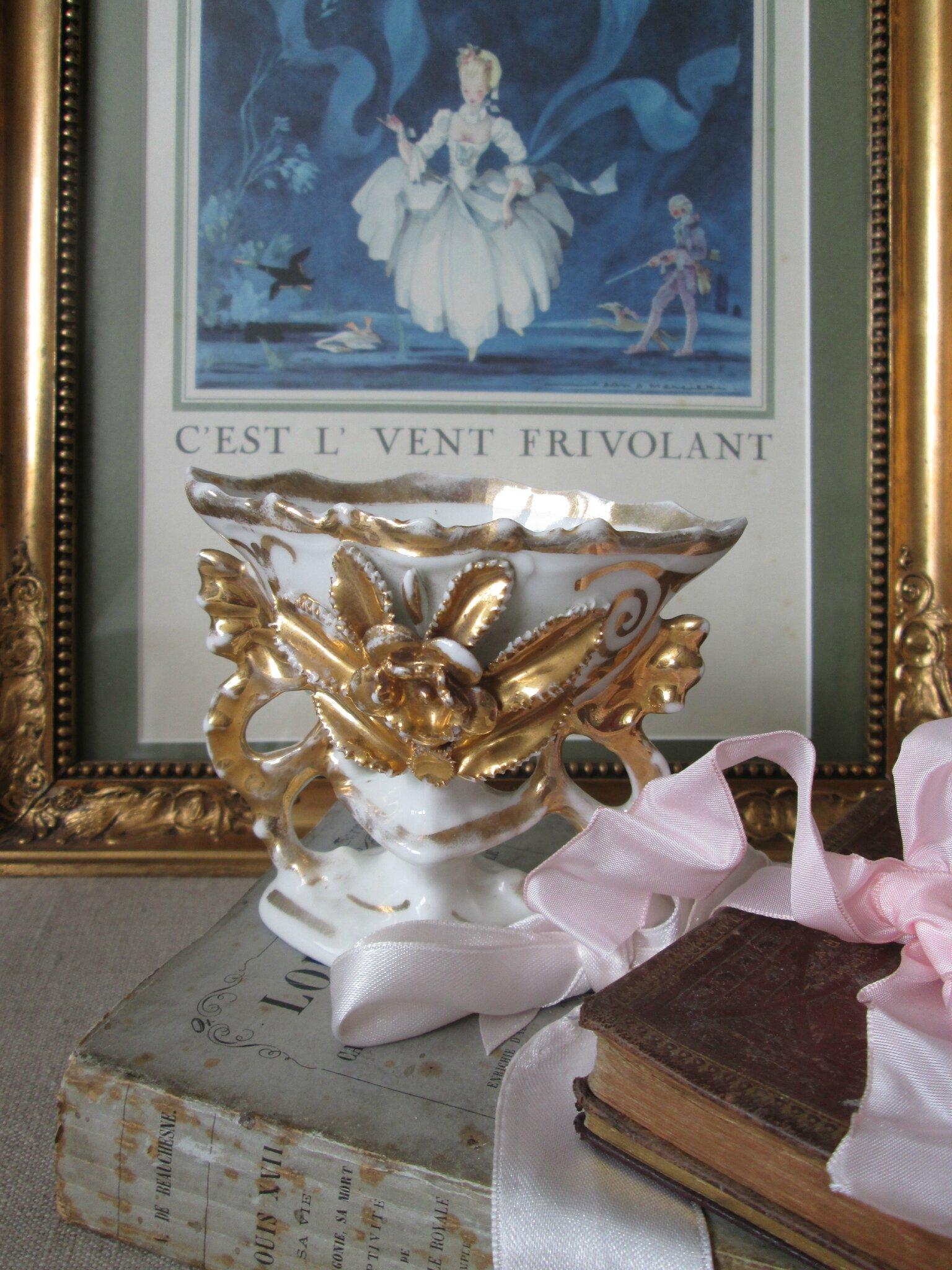 Petit vase de mariée en porcelaine de Paris blanc et doré