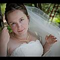 Photo de mariée avec bijoux mariage vert pâle
