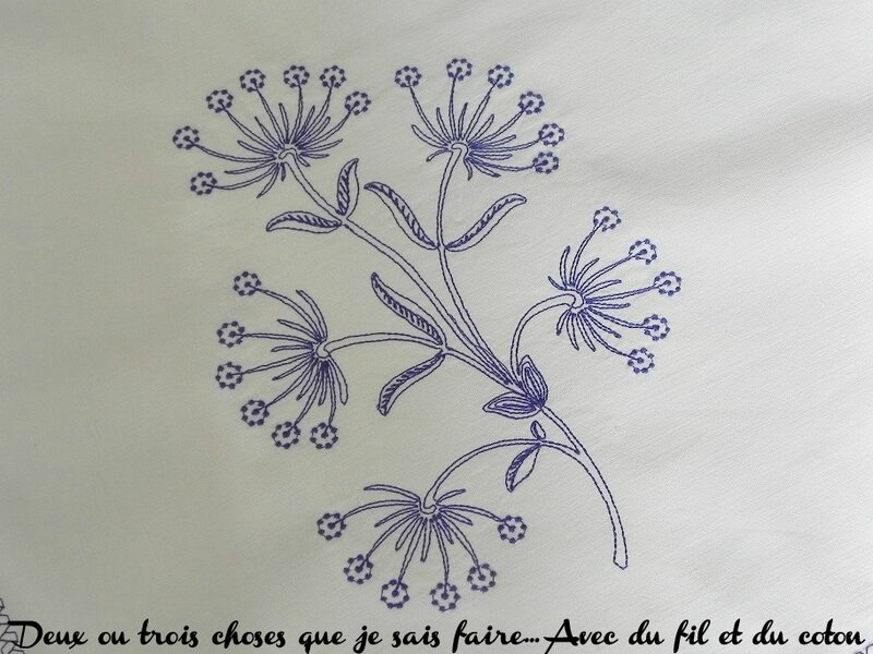 motif floral de la nappe Husqvarna noeud bleu