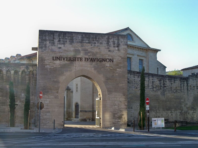 Avignon_-_Porte_université_remparts