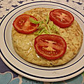 Tortilla de pommes de terre farcie aux oignons et aux tomates