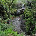 Les Trois Couronnes, sentier sous bois, cascade (Espagne)