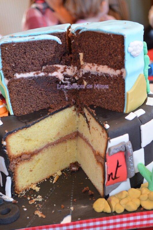 Un gâteau Cars avec voiture Flash Mcqueen 14